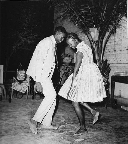 """Malick Sidibé:"""" nuit de Noël"""", 1963."""