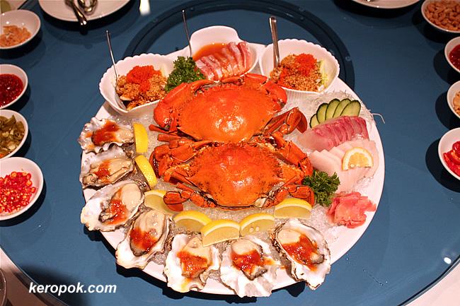 Cold Crab, Kanpachi Sashimi, Mekajika Sashimi, Thai Style Crab Meat Salad, Fresh Oyster with Chilli Sauce, Mexican Ceviche