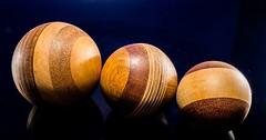 """Die Kugel. Die Kugeln. Das hier sind Holzkugeln. Sie sind unterschiedlich groß. Die Kugeln wurden gedrechselt. • <a style=""""font-size:0.8em;"""" href=""""http://www.flickr.com/photos/42554185@N00/32999184136/"""" target=""""_blank"""">View on Flickr</a>"""