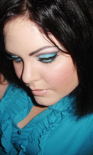 Turquoise Blue Eye Shadow