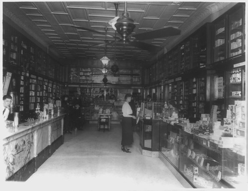Interior Peoples Drug ca. 1922