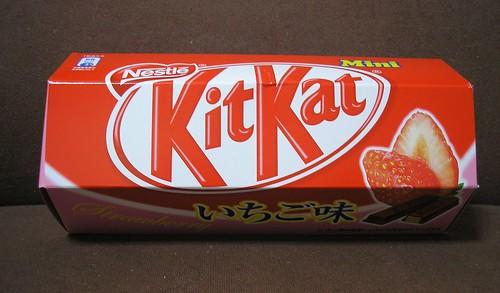 いちご (Strawberry) Kit Kats - caught in a UFO Catcher