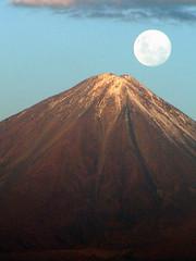 El volcán Licancabur o Licancábur. Visto desde...
