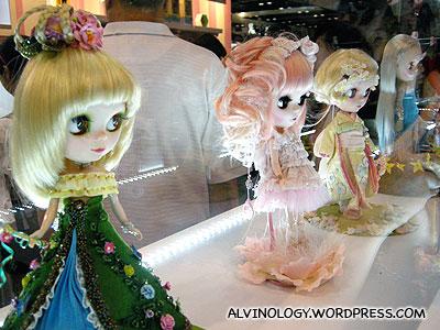 Blythe dolls on display