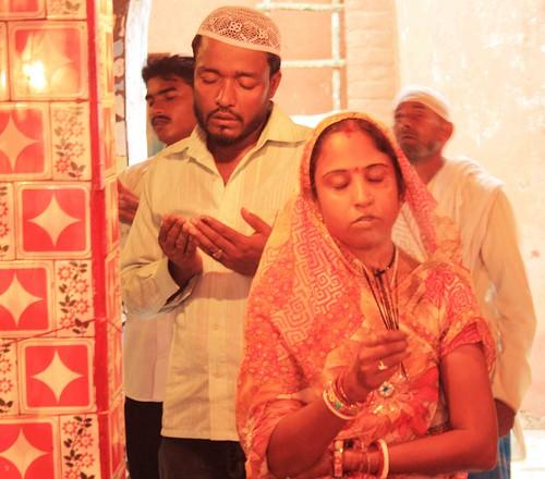 Hindu woman Muslim man praying