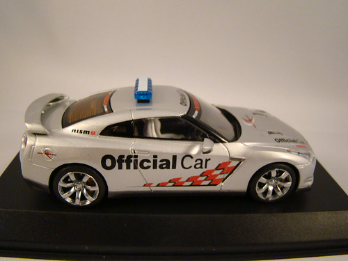 Kyosho Nissan Skyline R35 GTR Safety Car (5)