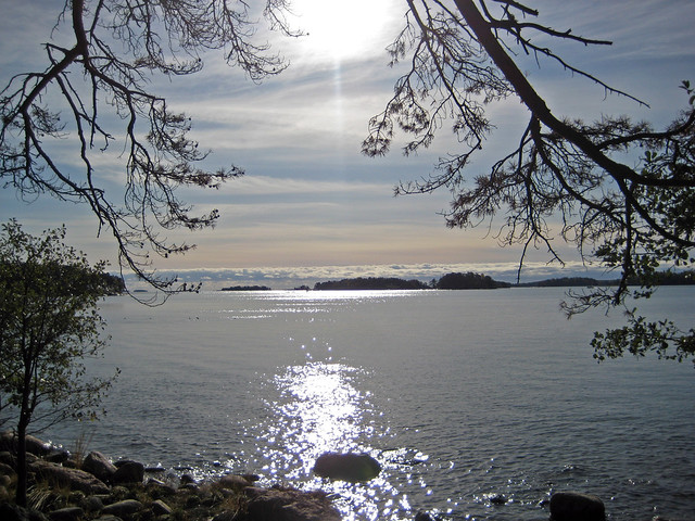 El mar bajo el sol de Octubre