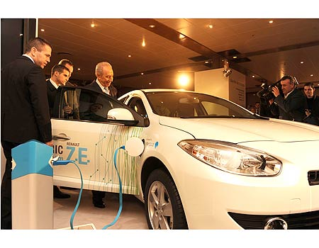 Peres Agassi and Erdan with electric car in Copenhagen