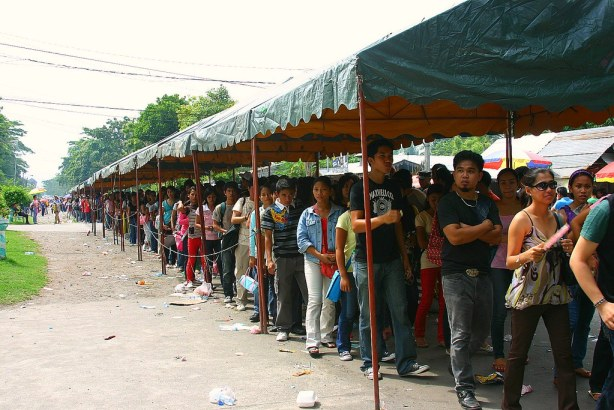 The kilometric line leading to the gate and main entrance of GenSan Gym.