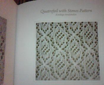 Quatrefoil with Stones Pattern