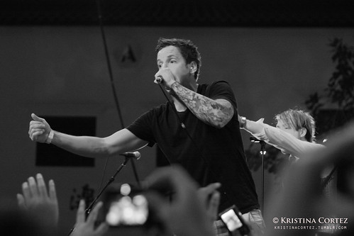 These Kids Wear Crowns & Simple Plan at Music Matters Singapore 2011  (6/6)