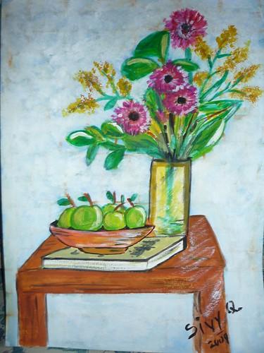 Florero, libro y frutas