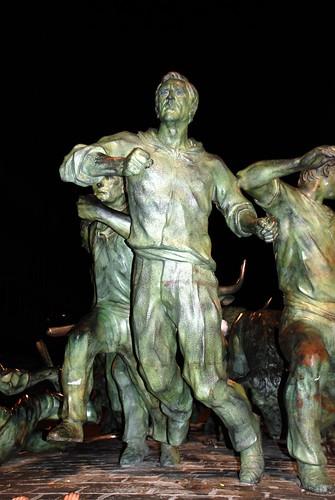 «Monumento al Encierro» en la Avenida de Roncesvalles