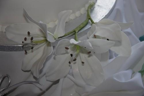 Cirencester Cupcakes - Sugar-paste Lilies