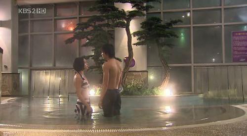Han Jae Kyung dan Gu Jun Pyo dalam Kolam Renang (Episode 18)