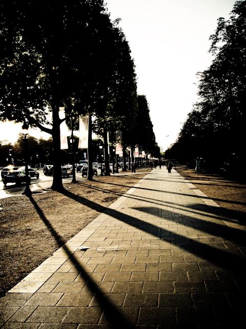 Apres-midi sur les Champs Elysees