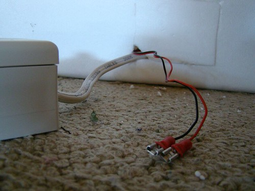 Fan wires and 12 V battery