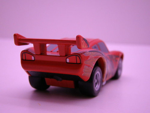 Tomica CARS Tokyo Lightning McQueen (2)