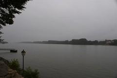De Rijn op een regenachtige morgen