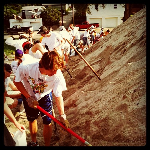 A line of us filling sandbags this morning in Missouri Valley. #flood