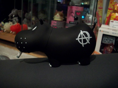 black anarchy potamus frank kozik toy2r