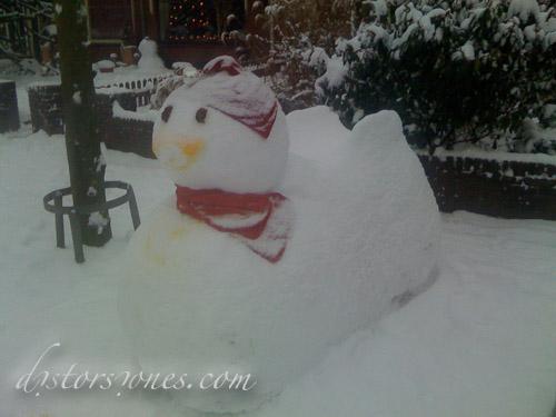 Un muñeco de nieve mastodóntico