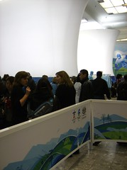 2010 VANCOUVER WINTER OLYMPIC GAMES | SOUVENIR STORE @ THE BAY: CROWDS