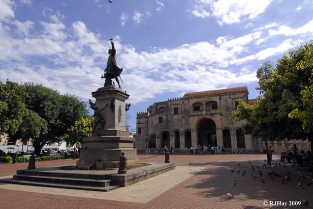 Columbus Square with statue to Columbus and, in the background,  Cathedral Metropolitana Santa María de la Encarnación (Basilica Catedral Santa Maria Dela Encarnación)
