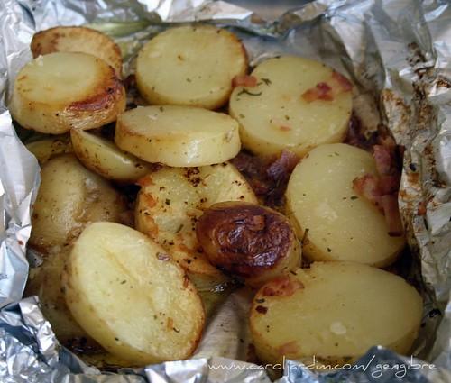 52. Batatas assadas com bacon, alho e alecrim