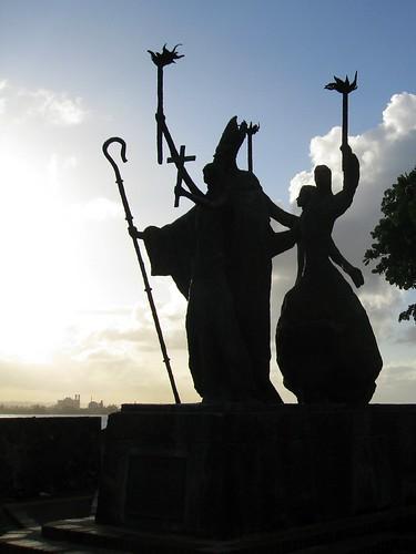 statue on calle las monjas