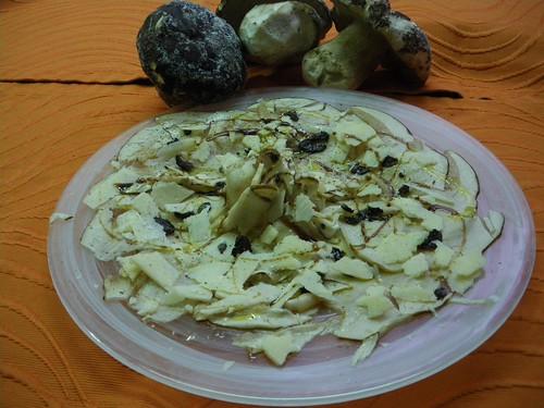 Carpaccio de Boletus Edulis con Trufa Silvestre, Parmesano y Balsamico