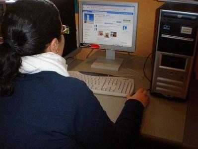Las Redes Sociales llegan a la Casa de la Mujer. Badajoz. Empleados de la Casa de la Mujer.