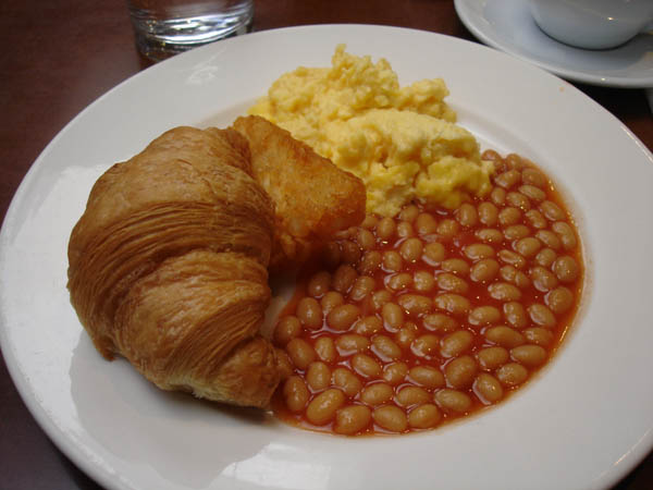 Zipp Restaurant Bar (Mantra hotel, Canberra) - Scrambled eggs, CANNED baked beans, hash brown and croissant.