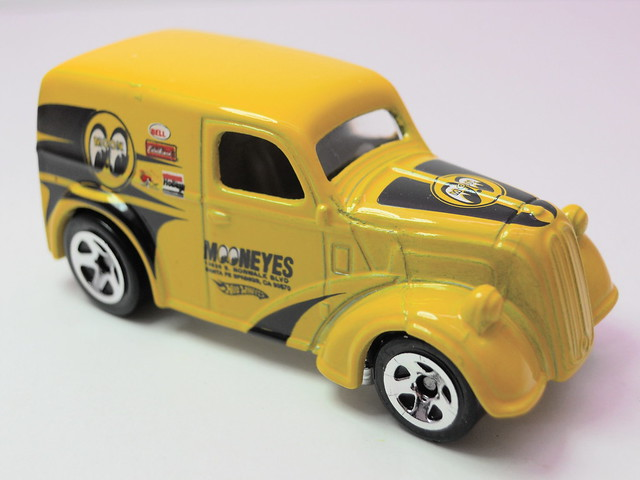 hot wheels anglia panel truck moon eyes (2)