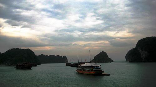 halong bay (four)