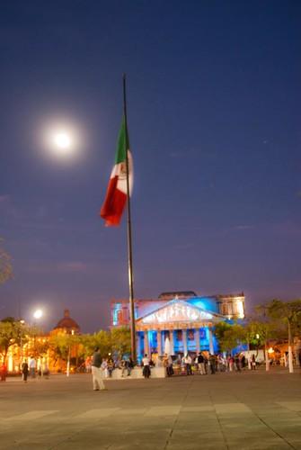 Bandera Luna y Teatro