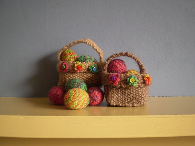 Free Easter Knitting Patterns Roundup - Find bunnies and more