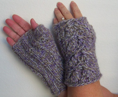 Keri Plaid Mitts