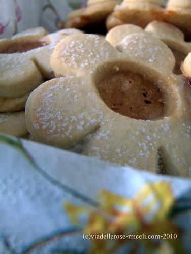 Margherite di frolla alla vaniglia con confettura di limoni alla cannella