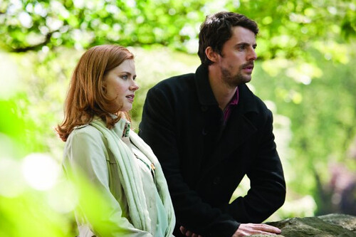 Amy Adams and Matthew Goode
