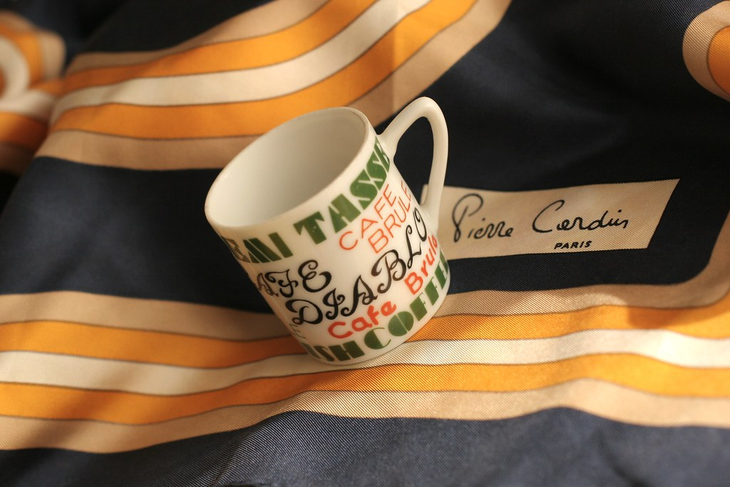 Espresso cup with silk Pierre Cardin scarf