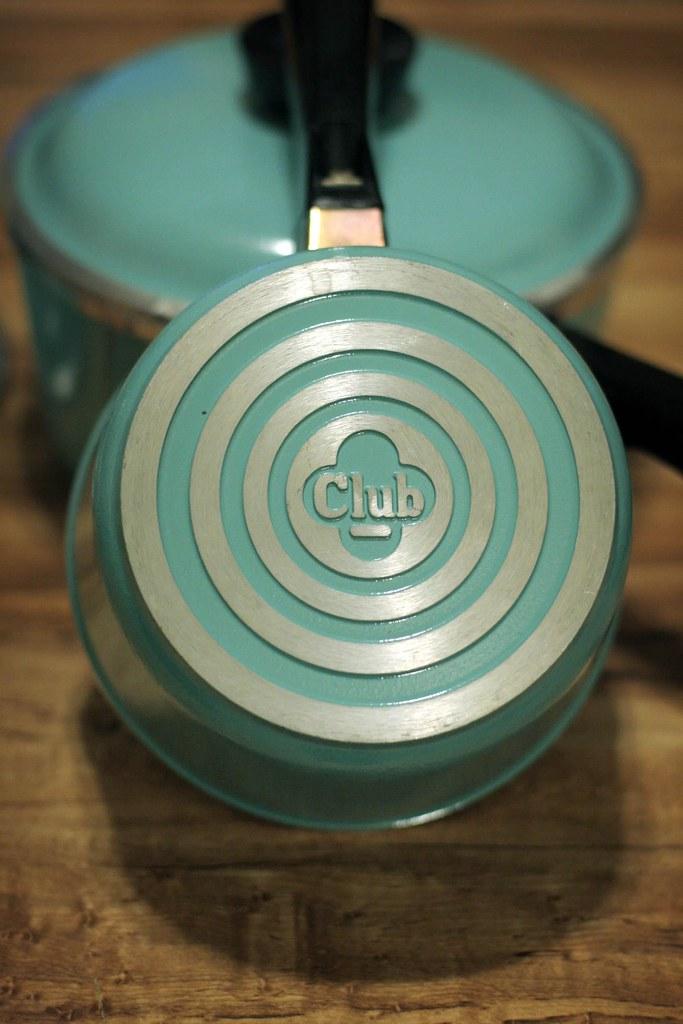 Club vintage aluminum pots in turquoise