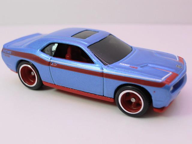 hot wheels garage 2008 dodge challenger srt8 blue (3)
