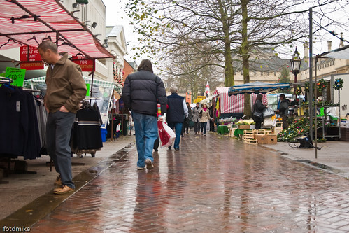 Bedford market in the rain _G101593