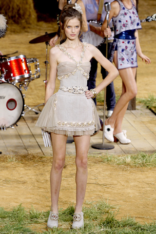 chanel-spring-2010-ready-to-wear-21