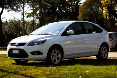 Ford Focus ikon gpl white frozen