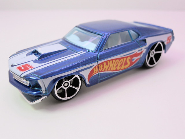 hot wheels '68 FORD mustang blue (2)
