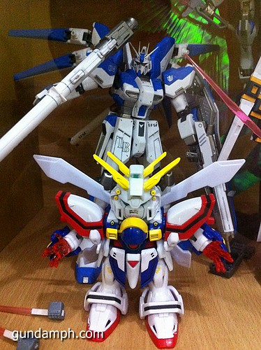 SD Archive God Gundam (28) Out Of Box Review