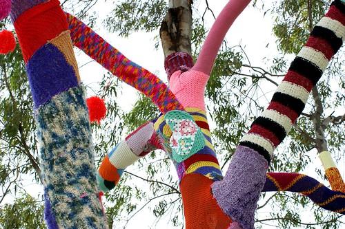 Viva La Gong knit tree