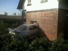 Car crashes into house on Tamworth Road in Lic...